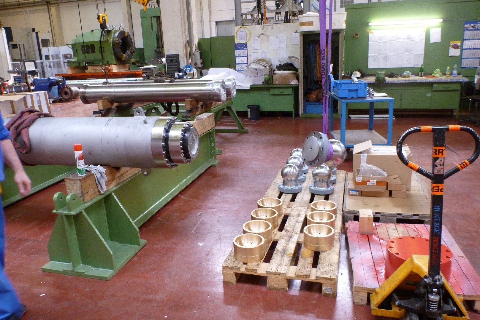Hydraulic cylinder factory works inspection