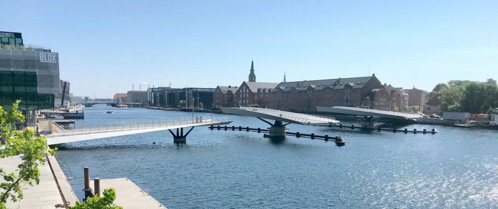 Lille Langebro pedestrian swing bridge open